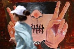 Ramala, Palestina: Mural de grafity que conmemora el Día de los Prisioneros Palestinos.