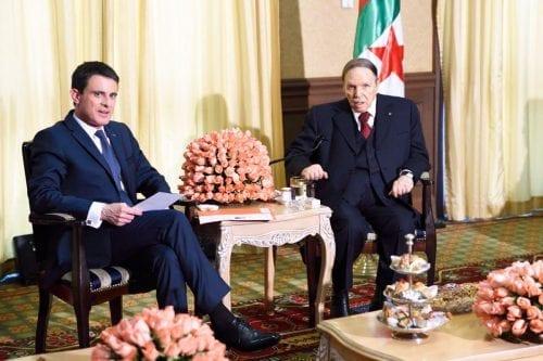 El primer ministro francés Manuel Valls reunido con el presidente argelino Abdelaziz Bouteflika.