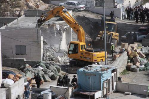 Un oficial palestino acusa a Israel de llevar a cabo…