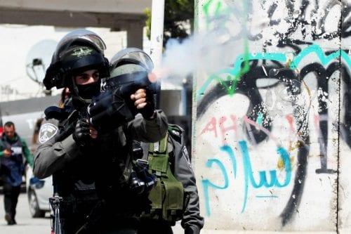 Desvelar que Israel exporta armas a países que están llevando…