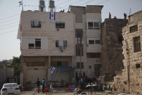 Un grupo de colonos israelíes impone condiciones sobre la evacuación…