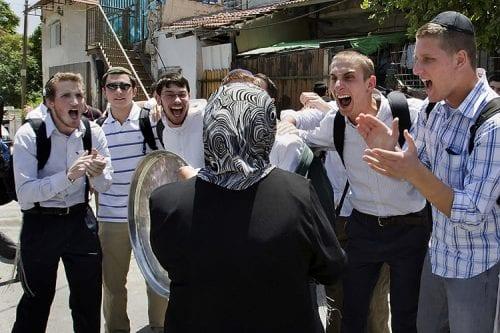 Israel autoriza el traslado de 25 familias de colonos judíos…