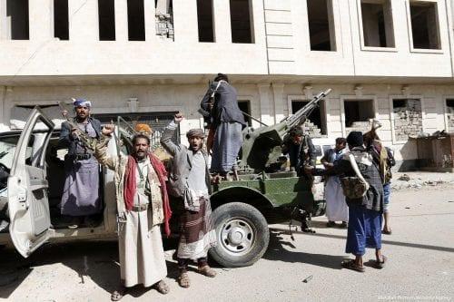 Yemen: Drones hutíes atacan un desfile militar del gobierno