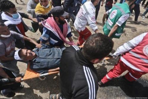 Miles de palestinos protestan en la frontera de Gaza con…