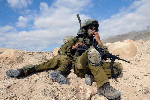 Un francotirador israelí es grabado mientras dispara a civiles palestinos