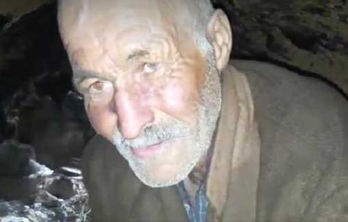 """Un hombre tunecino vive en un """"agujero"""" en la tierra…"""