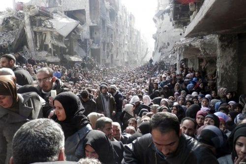 """El campo de refugiados palestinos más grande de Siria """"yace…"""