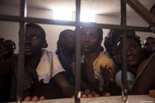 Rescatados 301 inmigrantes frente a las costas de Libia
