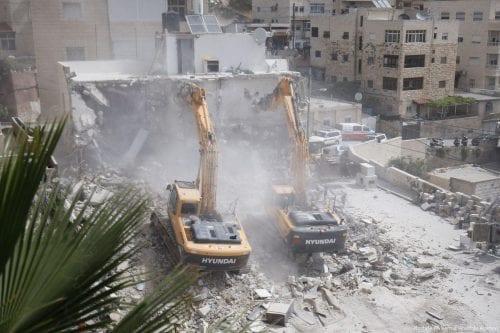 Informe: Israel demolió o selló 48 casas de palestinos por…