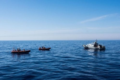 Los guardacostas libios, acusados de abandonar a la deriva a…