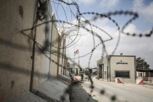 Colonos israelíes piden el cierre del principal paso fronterizo de…