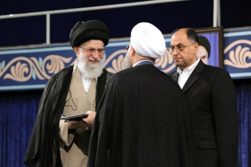 Irán: Entre la espada militar y la pared económica