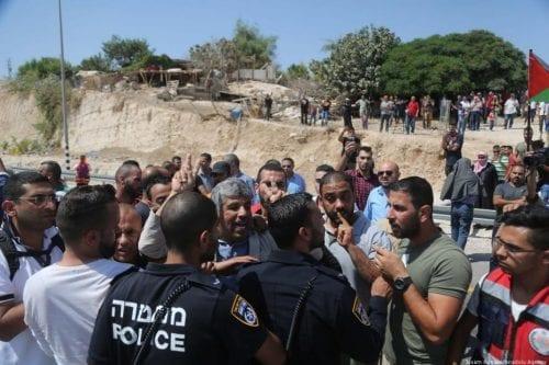 Theresa May condena la demolición planeada de Khan Al-Ahmar por…