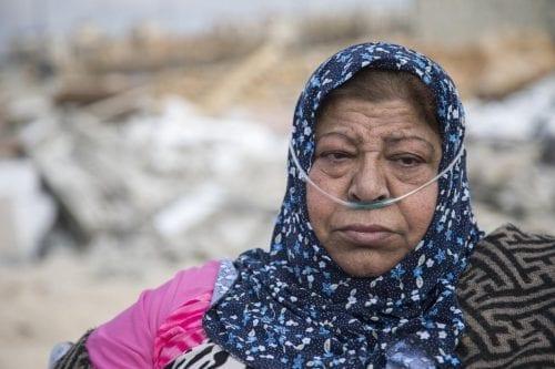 Una anciana palestina se queda sin techo tras demoler Israel…