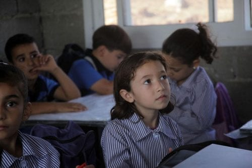 Fuerzas israelíes asaltan una escuela palestina en el norte de…