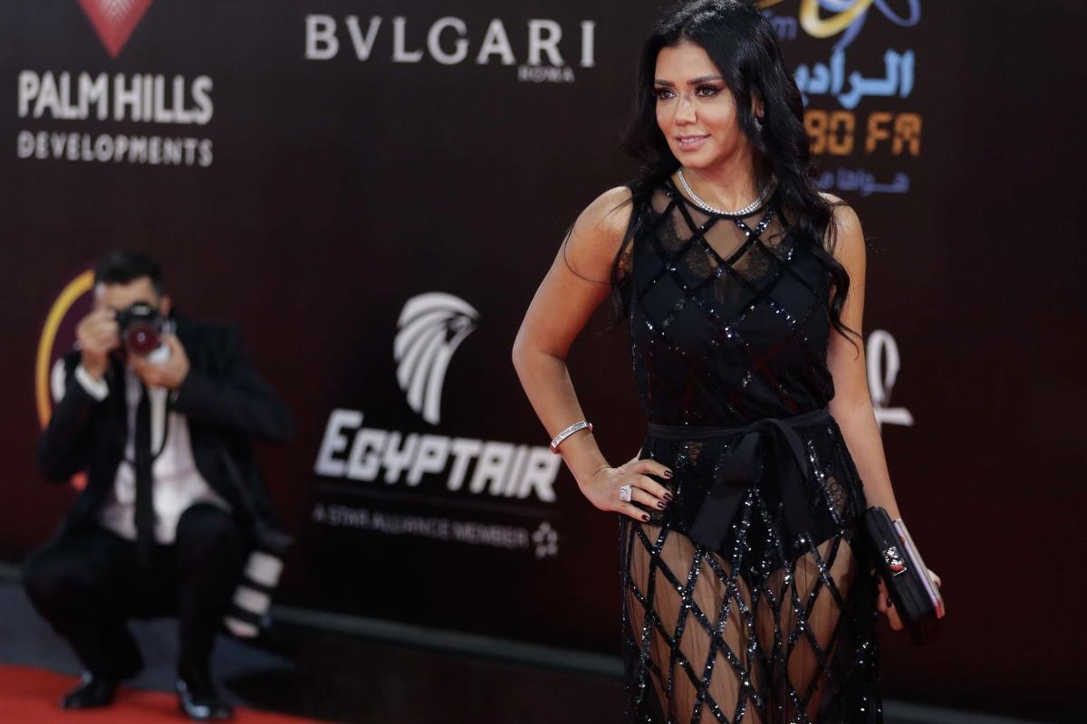 La actriz egipcia Rania Youssef posa en la alfombra roja en la ceremonia de  clausura de la 40ª edición del Festival Internacional de Cine de El Cairo  (CIFF) ... 2aa033cbd95