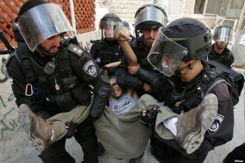 Arrestados cinco militares israelíes por golpear a palestinos detenidos