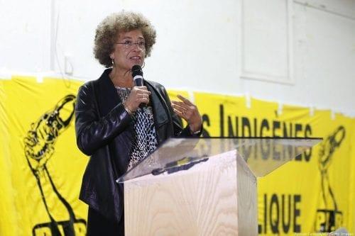 Activistas claman que las disculpas por la revocación del premio…