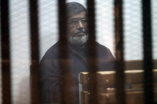 Un tribunal egipcio aplaza el juicio por espionaje de Morsi