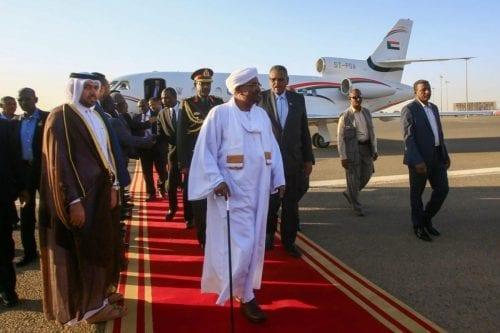 El presidente de Sudán declara Estado de emergencia y disuelve…