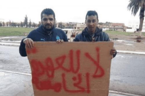 """Amnistía: """"El activista argelino encarcelado por una pancarta antigubernamental debe…"""