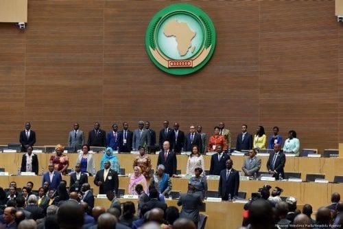 """La Unión Africana pide un """"diálogo nacional para poner fin…"""