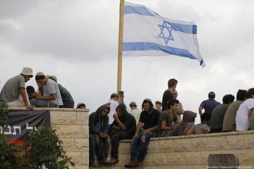 Colonos judíos toman una casa palestina en la ciudad vieja…