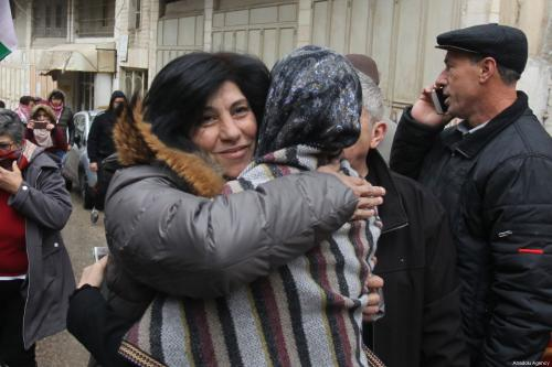 La política palestina liberada Khalida Jarrar detalla su periodo de…