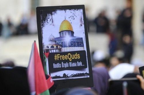 Los diputados jordanos se pelean durante la sesión en Jerusalén
