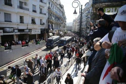 Argelia: los diputados renuncian al partido gobernante y se unen…