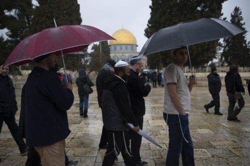 Colonos judíos estadounidenses asaltan la mezquita de Al-Aqsa