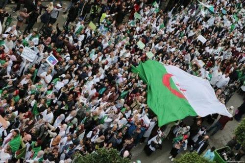 Argelia: millones de personas protestan por sexta semana consecutiva contra…