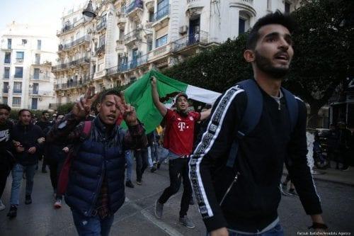 Argelia: el director de campaña de Bouteflika amenaza con disparar…