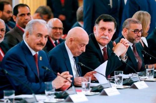Libia: las fuerzas de Haftar y Sarraj discuten la situación…