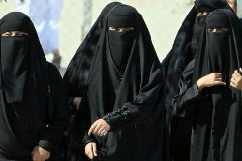Las leyes saudíes reprimen la disidencia y las mujeres activistas,…