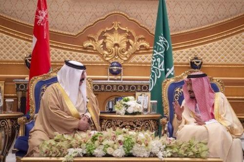 El rey saudí visita Bahrein para ayudar a la economía…