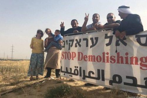 """""""Vamos a reconstruir"""", dicen los palestinos mientras Israel demuele 143…"""