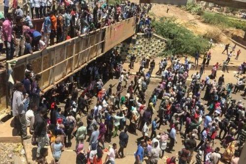 El presidente sudanés celebra una reunión de emergencia dirigida por…