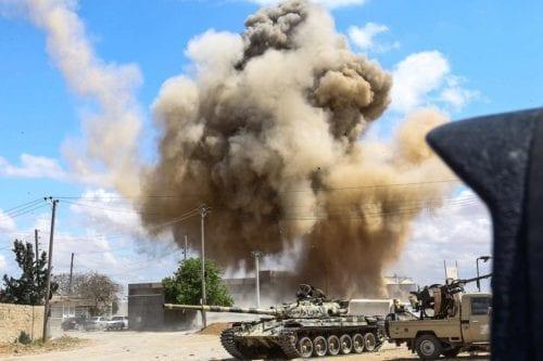 18.000 personas desplazadas debido al ataque de las fuerzas Haftar…