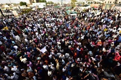 Los manifestantes de Sudán exigen un gobierno civil y un…