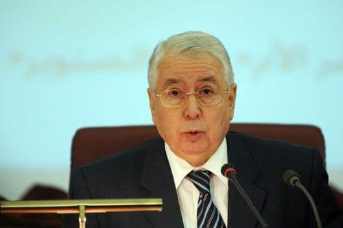 Argelia: el presidente interino celebrará elecciones en 90 días