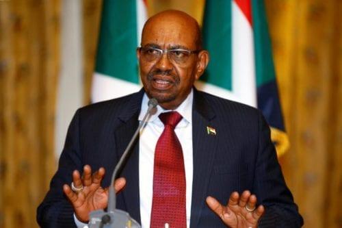 El líder destituido de Sudán, Bashir, trasladado a prisión, según…