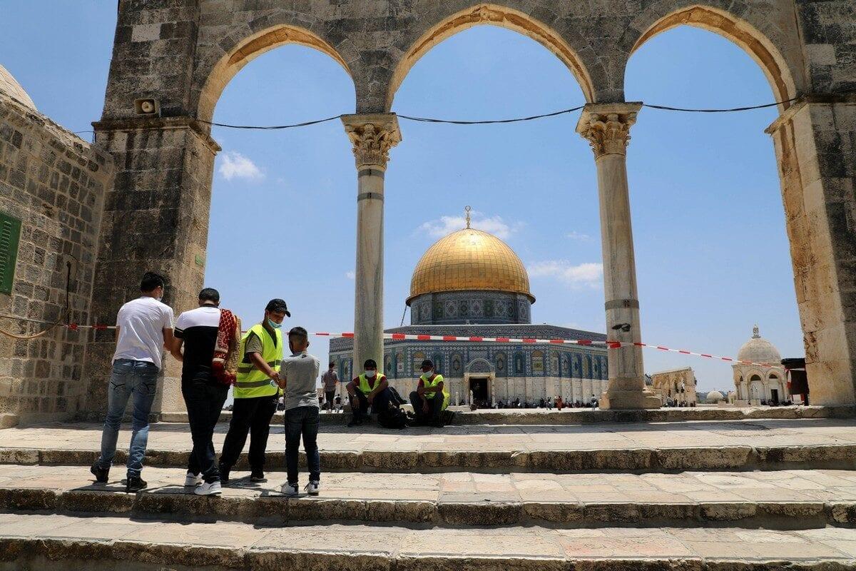 Hemos vivido para ver a los árabes entrar en Al-Aqsa bajo la protección israelí