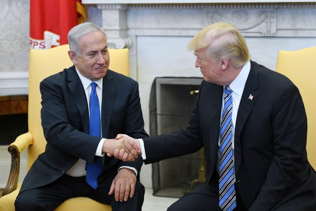 Trump tiene el apoyo de Israel y de supremacistas blancos anti-semitas