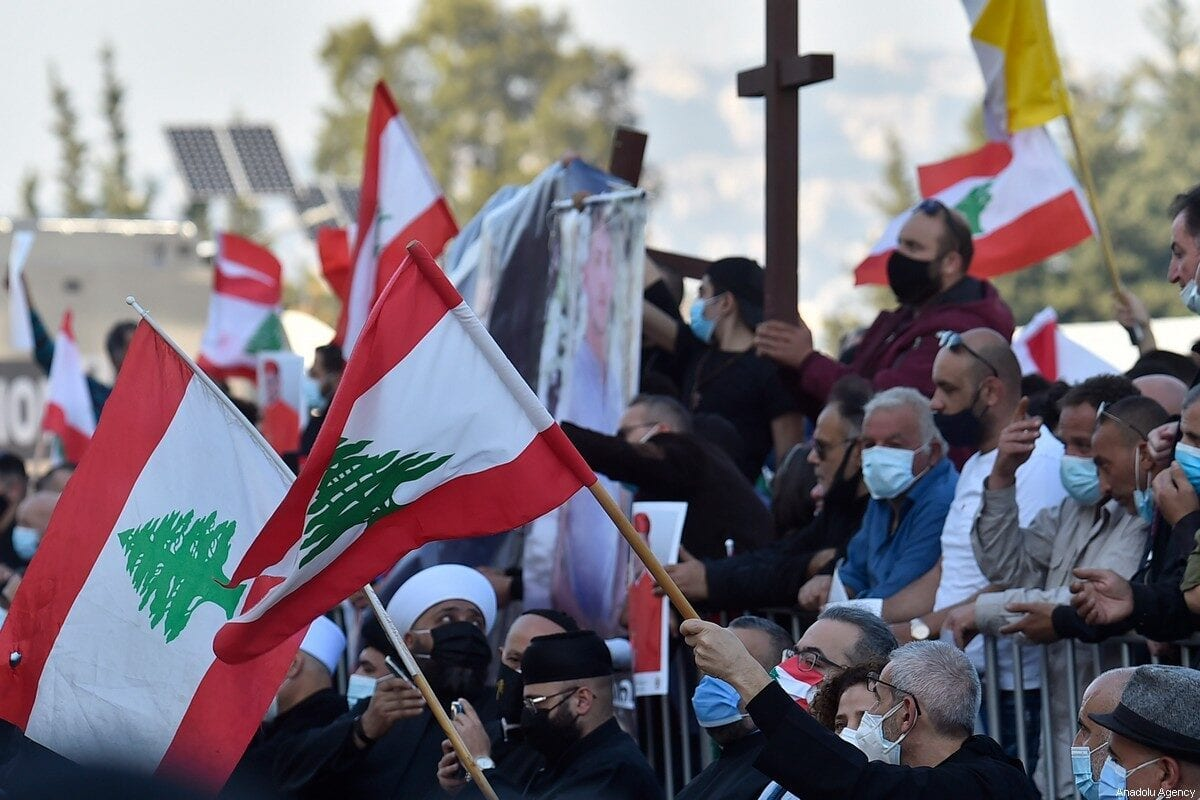 Manifestantes en el Líbano respaldan los llamamientos a la neutralidad del líder de la iglesia