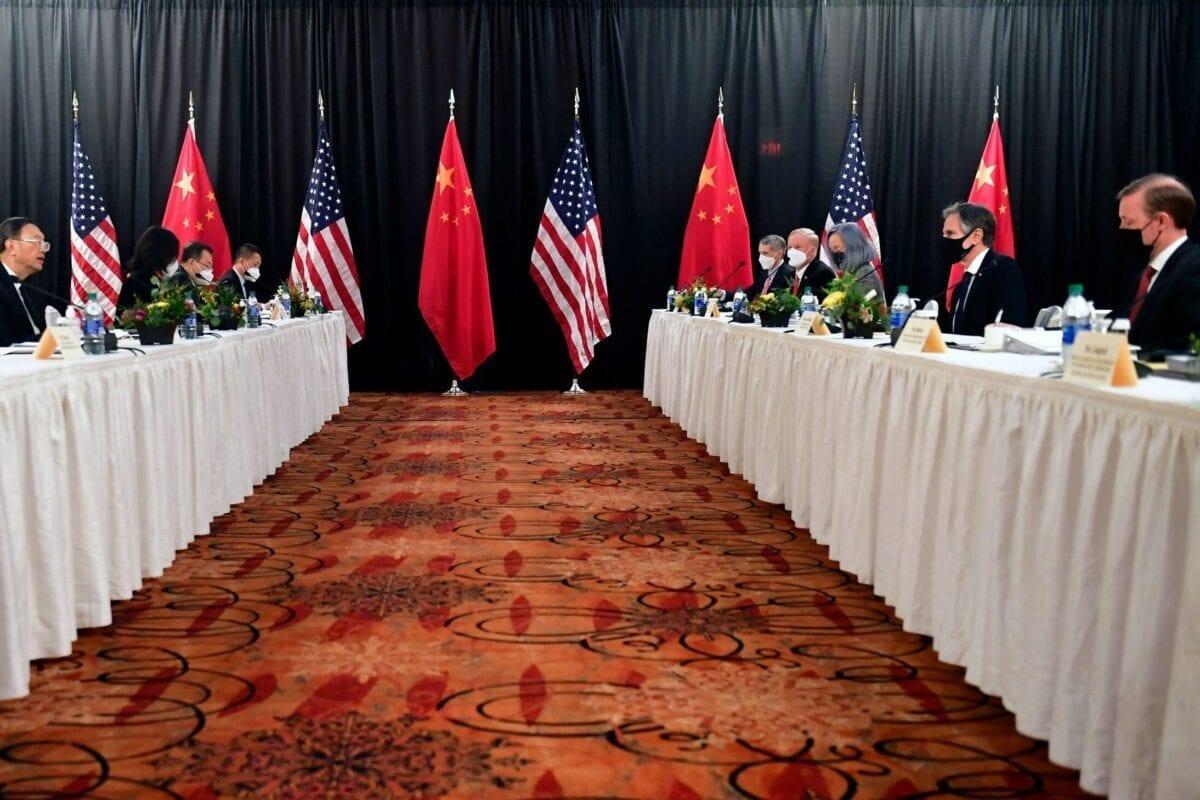Las negociaciones de Alaska entre China y EE.UU. tienen repercusiones en el Golfo y el Canal de Suez