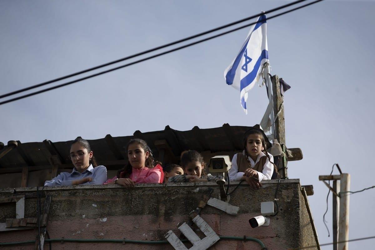 Israelíes atacan a palestinos para desplazarlos de su propia tierra