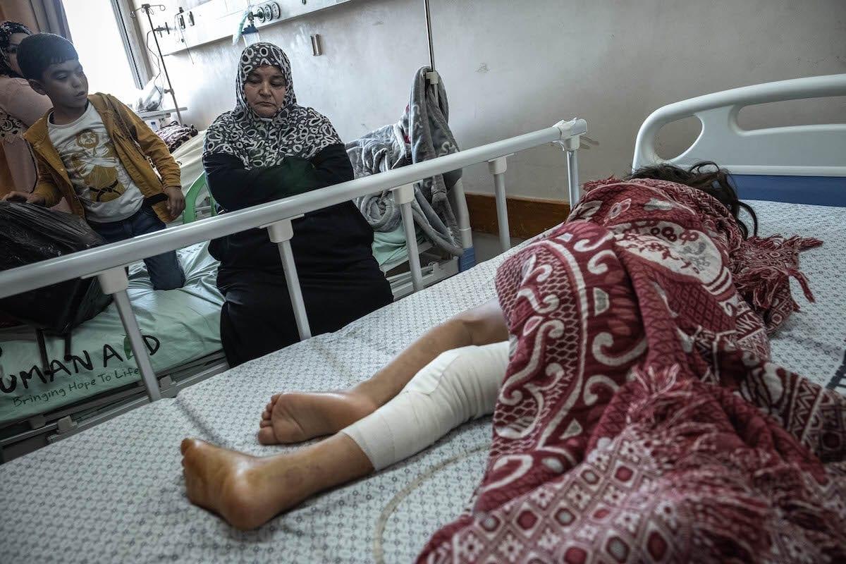 ¿Por qué Israel prohíbe a las madres palestinas acompañar a sus hijos enfermos para recibir tratamiento desde Gaza a Cisjordania?