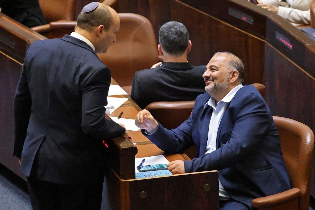 Al unirse a la coalición, Mansour Abbas fragmenta la lucha política palestina