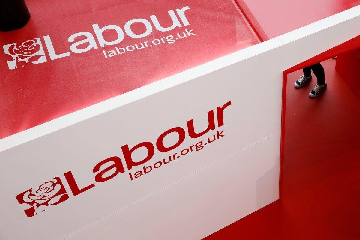 El Partido Laborista británico reincorpora a un polémico miembro acusado de islamofobia